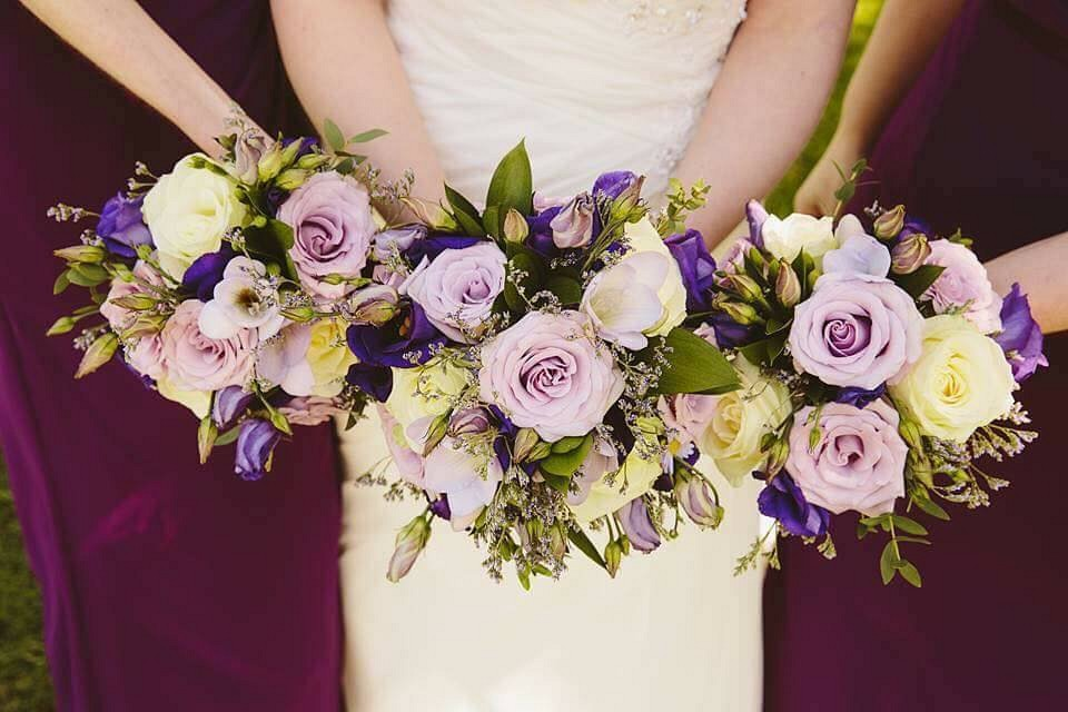lilac and purple wedding flowers